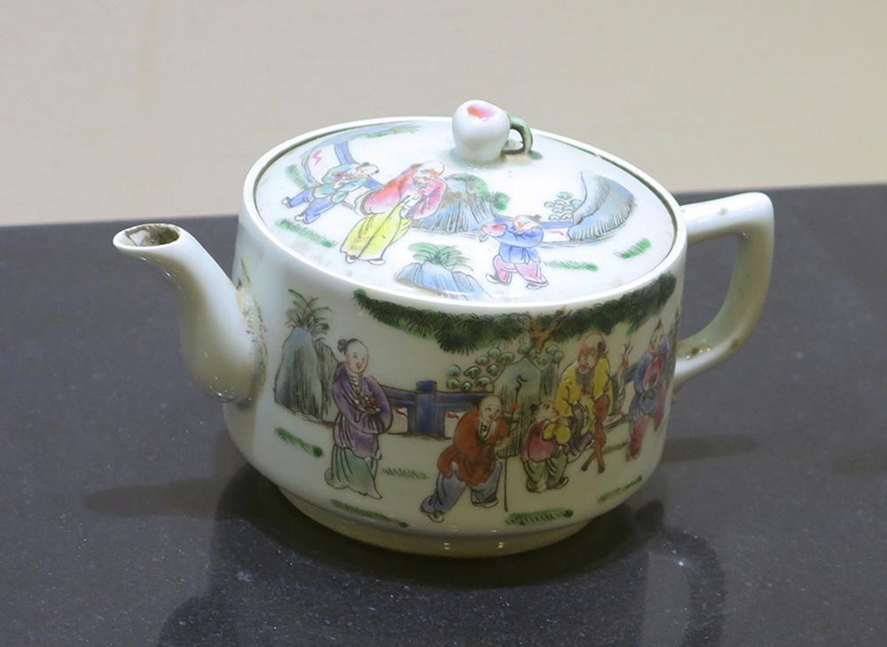 Chinese tea pot